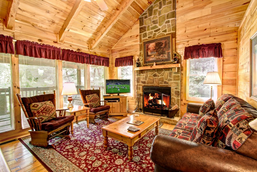 Auntie Belham's Cabin Rentals living room with high ceilings on mountain in Pigeon Forge, Tennessee