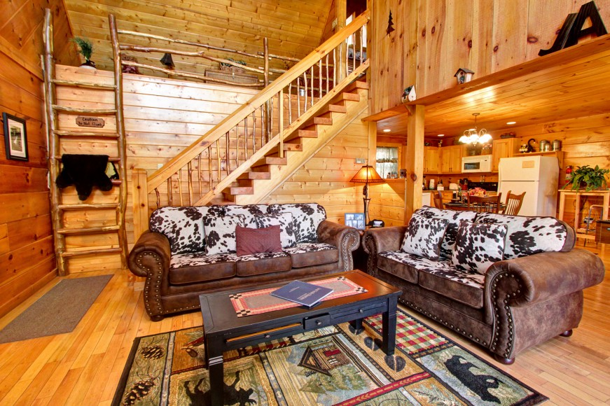 Auntie Belham's Cabin Rentals living room and kitchen with high ceilings on mountain in Pigeon Forge, Tennessee