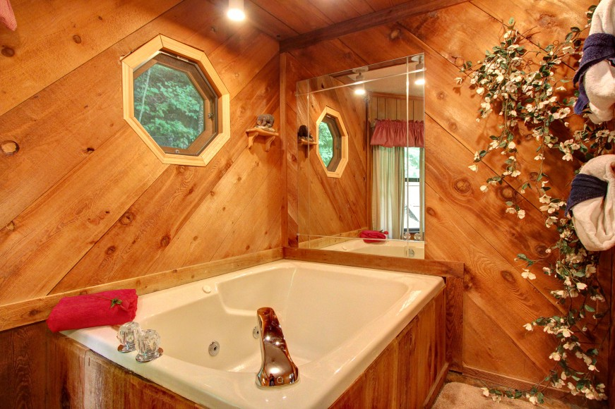 Auntie Belham's Cabin Rentals jacuzzi tub in bathroom on mountain in Pigeon Forge, Tennessee