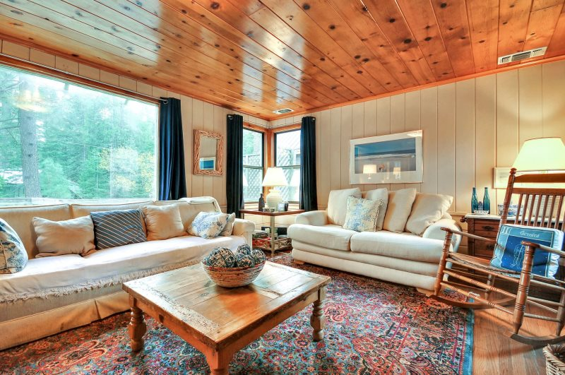 Stay In Lake Tahoe Rentals cabin living room in Lake Tahoe, California